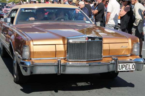 1975 Lincoln Continental ©A Coster